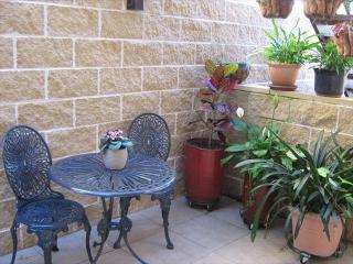 QUEEN - Beautiful 1BR Woollahra garden apartment