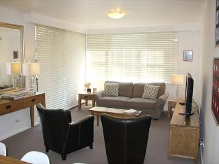 RAG03 - Huge balcony/entertaining area, 2BR, Mosman