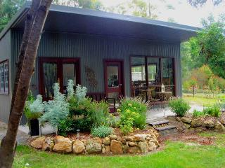 "The ""Fine Thyme Snuggery"" Eco-cabin, Kangaroo Valley"