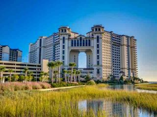 Oceanfront North Beach Plantation Luxury Condo 2 BR 2 BA. 2.5 Acres of Pools, North Myrtle Beach