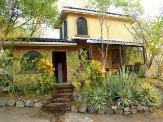 Romantic hillside cottage- great sunset ocean view, Playa Flamingo