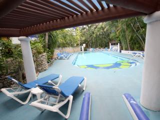 Beachside Tropical Condo Pool View - Natz C301, Playa del Carmen