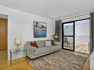 SANT4 - 1BR Fantastic location in North Sydney