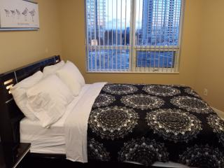 2BD BEST LOCATION NEW UPSCALE FURNITURE SQUARE 1, Mississauga
