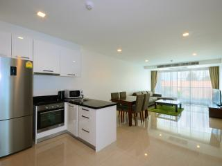 Luxury 2BDR Condo 200m From Beach, Pattaya