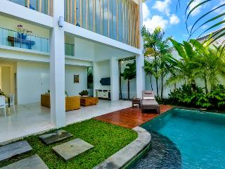 Central Seminyak Villa, 5 bedroom Modern Tropical style with 2 pools