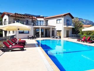 KB411 Luxury 5 Bdrmd Villa w/Pool, Kyrenia