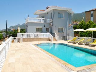 KB412 North Cyprus Kyrenia 3 Bedroom Lux Villa, Bellapais