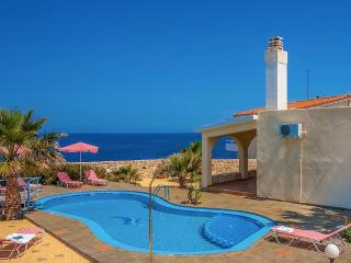 Villa Clio with stunning sea and sunset views, Stavros