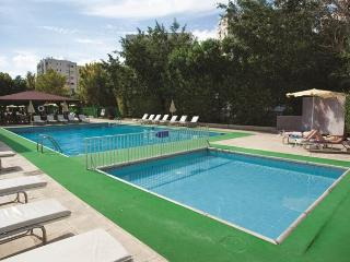 Large 3 bed Apartment near beach  FREE WIFI (Use of hotel pool with charge)