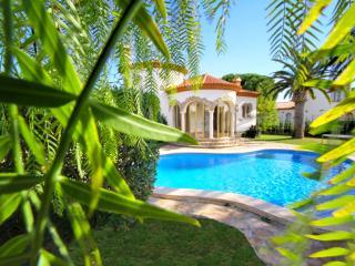 BARON Villa con piscina, jardín, bbq y wifi gratis