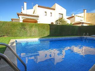 C16 IRINA adosado junto a playa, jardín, piscina, L'Hospitalet de l'Infant