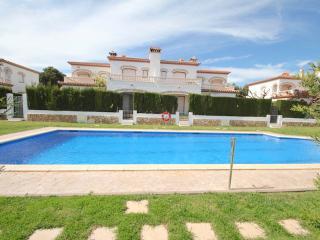 C24 SELENA adosado con jardín, piscina y barbacoa