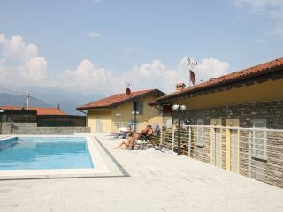 Sant'Anna White, modern, sleeps 4 with pool, Pianello del Lario