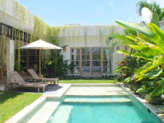Villa Pertiwi - Canggu - 2 Bedrooms - Private Pool, Kerobokan