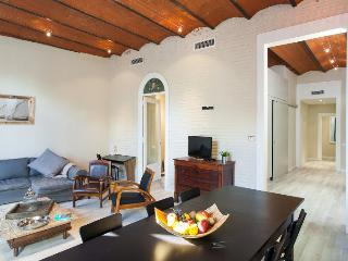 Incredibly stylish 4BR/2.5BA home near Plaza Catalunya - minutes from downtown.