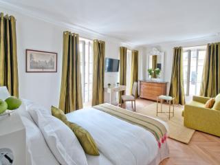 Palais Royal Room at My Home For You B&B