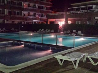 Costa Brava 'Estartit. Apartament con piscna comun