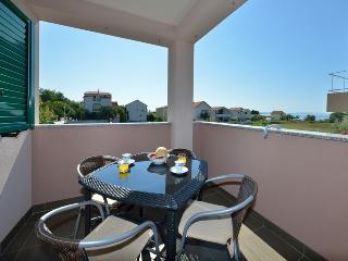 Fantastic family apartment near beach4-5 person, Privlaka