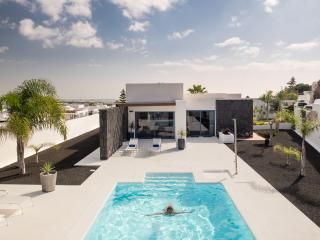 Villa Julia, independiente con piscina climatizada, Playa Blanca