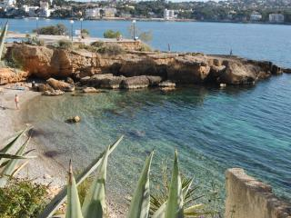 Santa Ponsa, al lado de la playa, vistas al mar.