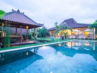 Ethnic 4 BR villa with pool in Umalas, Kerobokan