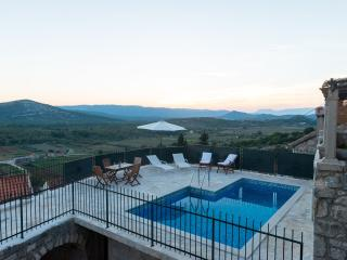 Villa Konsuo - Three-Bedroom Villa with Private Pool, Ston