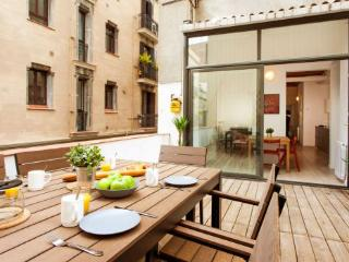 Huge private terrace in Gracia - Modern family-friendly 2BR/1BA in the hub of it