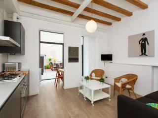 2BR/1BA Private Terrace Apt for 6 in Gracia - BCN