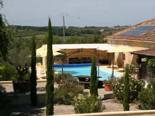 3 cottages, heated pool & Jacuzzi in Montastruc