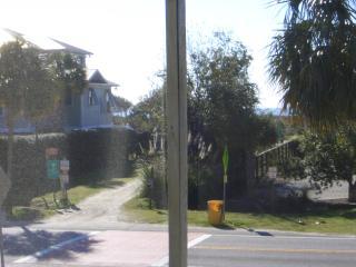 MELLOW YELLOW, Isle of Palms