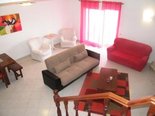 Beach townhouse for 6-8 people, large pools, 5 mts walk to beach and restaurants