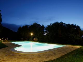 A stone farmhouse 1850, heated pool, Lo Stallone