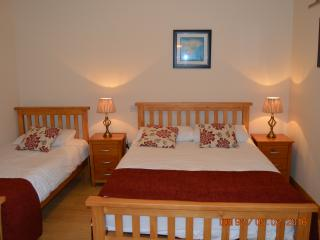 Main bedroom, quiet and peacful so a good nights sleep is guaranteed. Freshly laundered bed linen