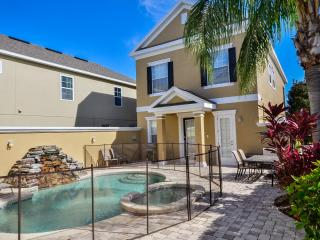 Private 5 Bedroom Golf Front Home with Pool & Spa, Kissimmee
