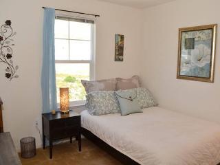 Peace and Calm Bedroom + Private Bath, Novato