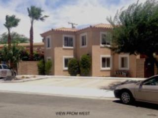Immaculate 2 Bd.+den, 2Ba. Pool, Spa, Palm Springs