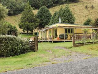 Back of Beyond Cottage Cosy, comfortable retreat, Rotorua