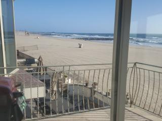Oceanfront Vacation House Directly On The Sand, Corona del Mar