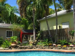 Pool Cottage Vacation Rental - 1 Bedroom, Fort Lauderdale