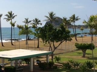 Fantastic ocean front condo & views of ocean, pool, Waianae