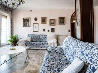 Very bright apartment with private garage, Palermo