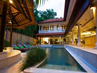 Relaxing and comfort villa, only 300m to beach