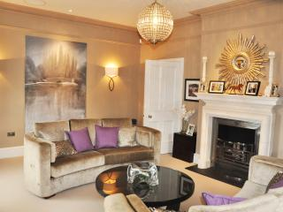 Crest House, 6 bedrooms for up to 14 guests., Cheltenham