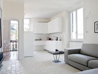 Sophisticated, spacious apartment in Florence within a short walk to the centre.