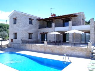 Family friendly villa with private playground, Polis