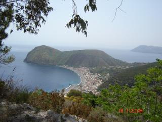 veduta panoramica della Baia di Canneto, il promontorio di BAIA UNCI ed il suo Lungomare