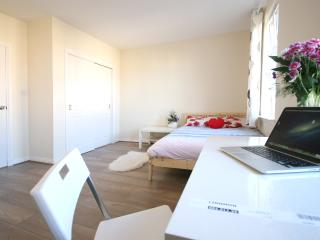 Cosy flat 20 mins from city centre | Wifi | Free Parking | 2 bedrooms sleeps 4