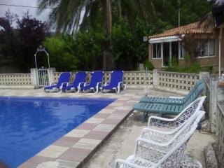 Casa Chalet con piscina privada en verano., Castalla