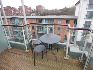 Beautiful Three-bed Duplex Quayside Apartment